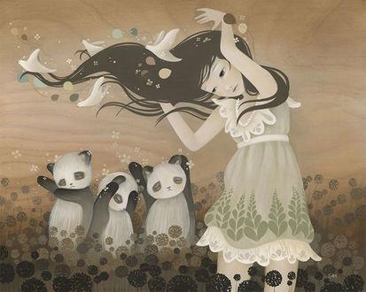 Фото Девочка с развевающимися волосами в птицах стоит рядом с пандами