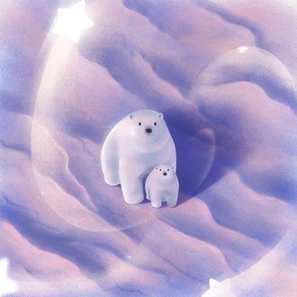 Фото Белая медведица и медвежонок на снегу