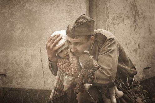 Фото Солдат укрывает собой ребенка, фотограф Alesya