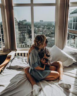 Фото Девушка с парнем и кошечкой на постели, by maleyphoto