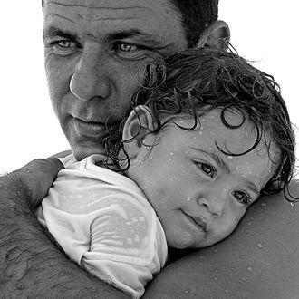 Фото Сын на руках отца / Папина радость, фотограф Владимир Кучинский