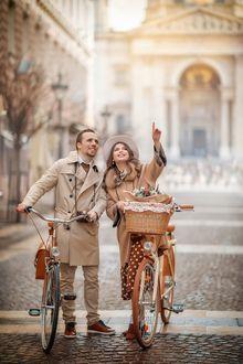 Фото Парень и девушка с велосипедами идут по дороге, фотограф Ирина Недялкова