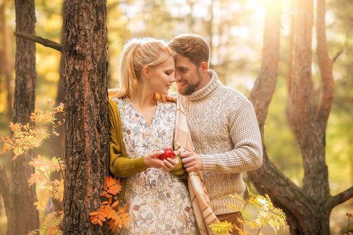 Фото Парень и девушка стоят у дерева, фотограф Ирина Недялкова