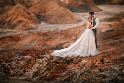Фото Парень обнимает свою невесту, фотограф Ирина Недялкова