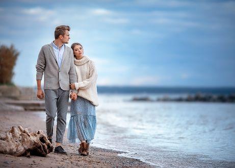 Фото Парень с девушкой прогуливаются по побережью, фотограф Ирина Недялкова