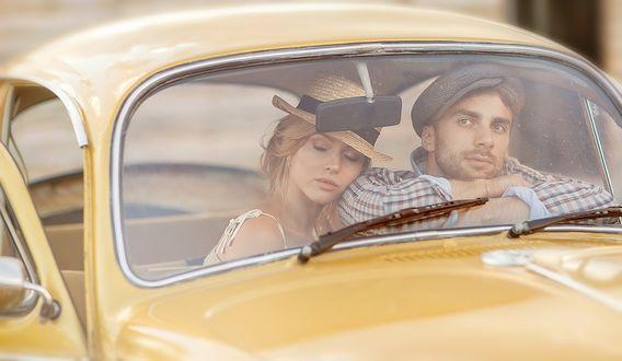 Фото Парень с девушкой сидят в авто, фотограф Ирина Недялкова