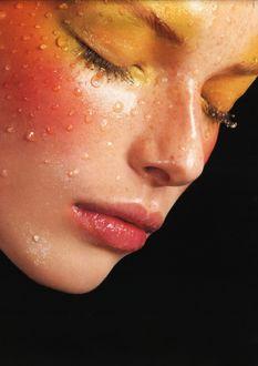 Фото Девушка с мокрым лицом