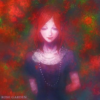 Фото Девушка с красными волосами на фоне кустов роз (ROSE GARDEN)