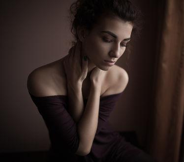 Фото Девушка держит руки на шее, фотограф Александр Губель