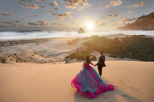 Фото Свадебная пара стоит на фоне заката. Фотограф Durdali Dalgin