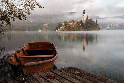 Фото Лодка у причала ранним утром, Lake Bled, Slovenia / озеро Блед, Словения, by Artem Sapegin