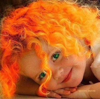 Фото Счастливая улыбка рыжеволосой девчушки