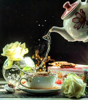 Фото В чашку наливают чай, by evgeniya_tg