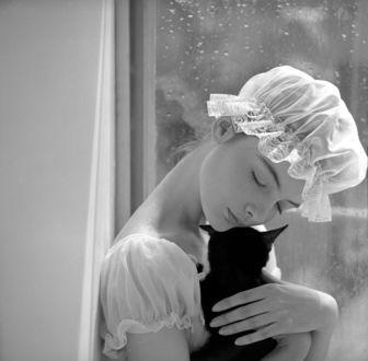 Фото Милая девушка с кошкой