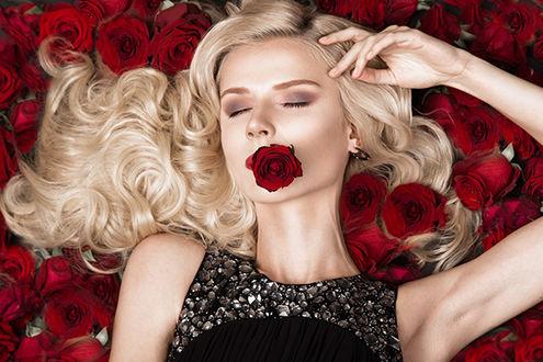 Фото Девушка с красной розой во рту, by Nikita&Olga Kobrin