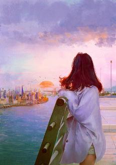Фото Девушка смотрит садящееся за город солнце