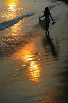 Фото Вечерняя прогулка по морскому пляжу