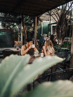 Фото Парень с девушкой сидят за столом, by Logan Armstrong-loganstrongarms