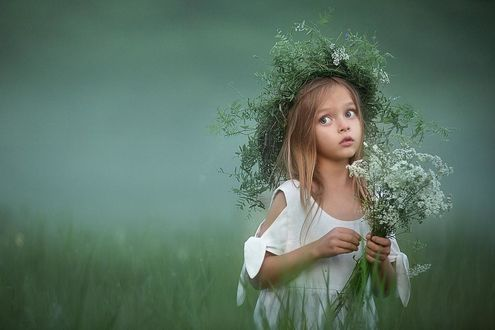 Фото Девочка в венке и с букетом полевых цветов. Фотограф Ахтямова Рашида
