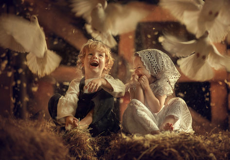Фото Девочка с мальчиком в окружении голубей. Фотограф Ахтямова Рашида