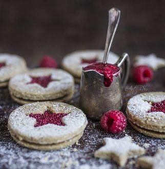 Фото Печенье со звездочками и варенье в чашке с ложкой, by artrawpaulina