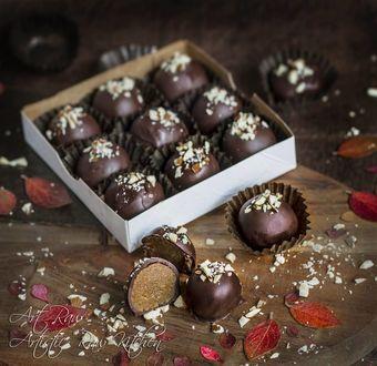 Фото Шоколадные конфеты в коробке и на столе, by artrawpaulina