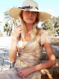 Фото Модель Анна Андреева в шляпе