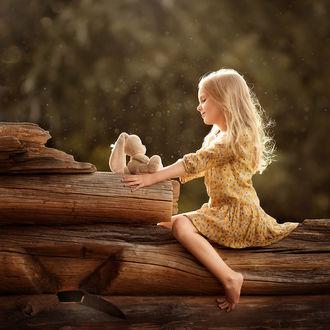 Фото Милая девочка с игрушечным зайчиком. Фотограф Елена Михайлова