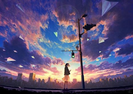 Фото Девочка с бумажным самолетиком стоит у городского фонаря cо светофором, by mocha