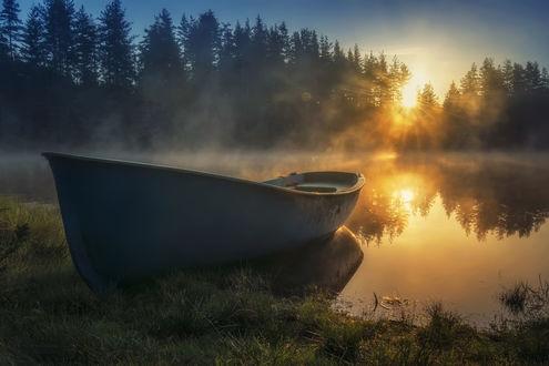 Фото Лодка у берега на фоне заката. Фотограф Genadi Dochev