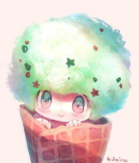 Фото Мальчик в вафельном рожке изображает мороженое, by manino