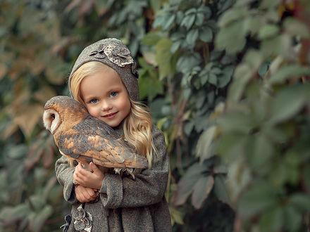 Фото Симпатичная девочка с совой в руках. Фотограф Елена Михайлова