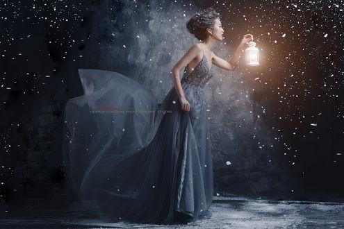 Фото Девушка с фонарем в руке. Фотограф vijstudio