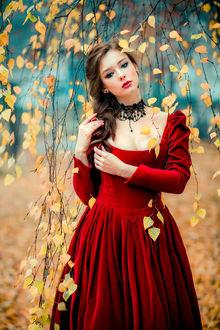 Фото Модель Александра в красном платье стоит под осенними веточками, by Olga Boyko