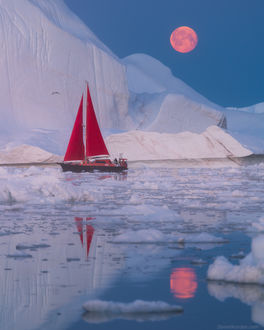 Фото Красный парусник во льдах во время восхода луны. Фотограф Даниил Коржонов