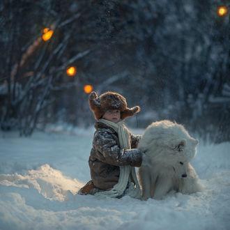Фото Мальчик с собакой на снегу. Фотограф Елена Миронова
