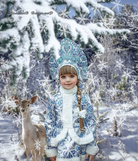 Фото Девочка в костюме снегурочки, рядом с олененком стоит в заснеженном лесу под снежинками, by Владимир Малышев