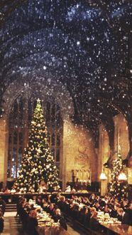 Фото Столовая Хогвартса украшена к Новогодним праздникам
