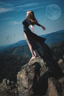 Фото Девушка стоит на обрыве, by Garcia Emmanuel