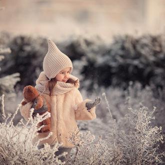 Фото Деочка с игрушечным мишкой в рука. Фотограф Дуке Александра