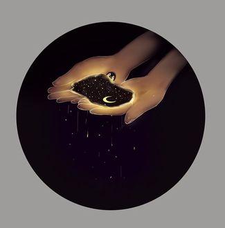 Фото В руках девушки ночь с месяцем