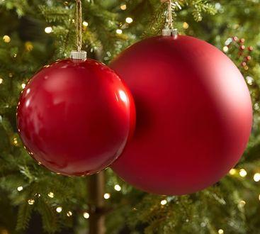 Фото Красные новогодние шарики