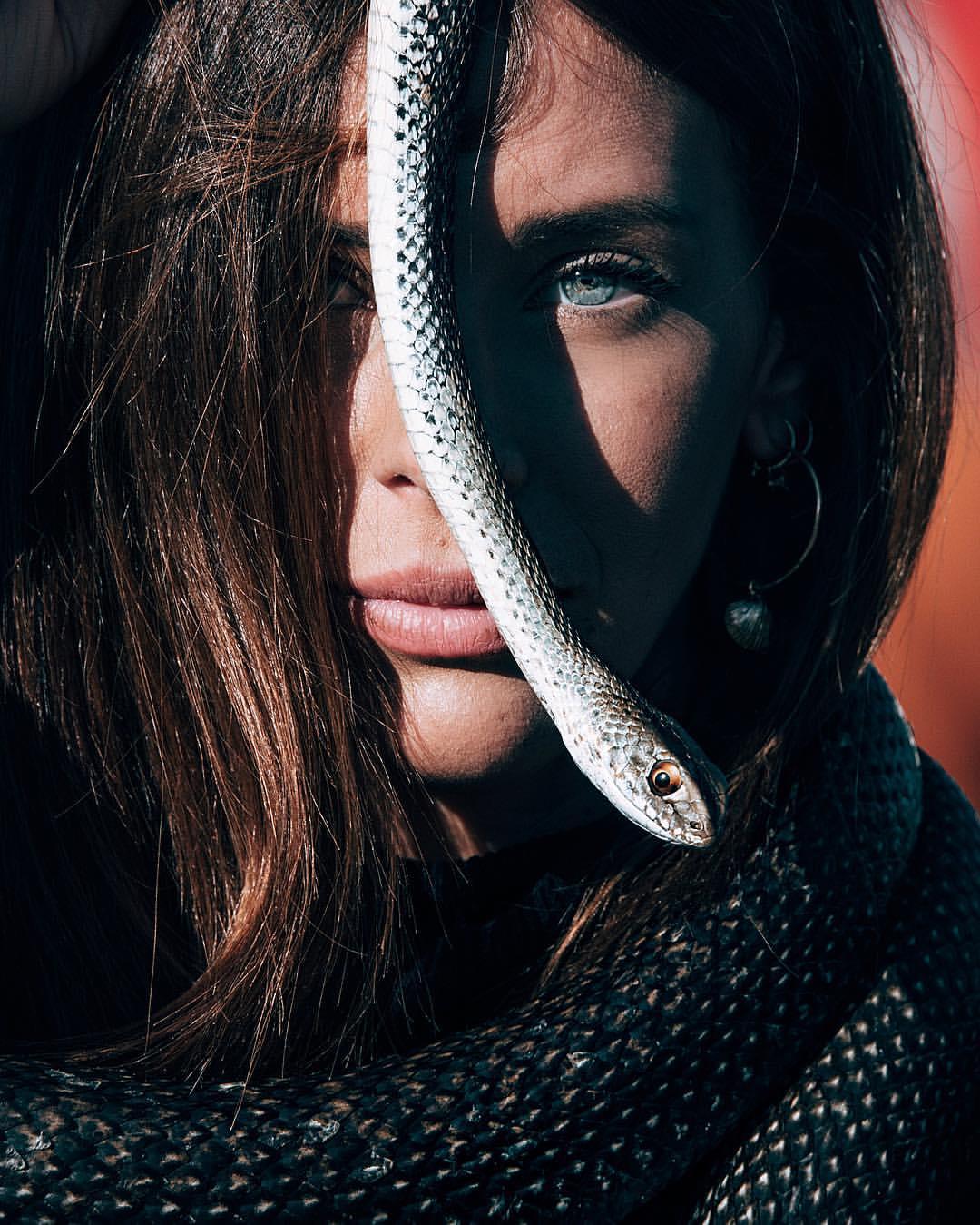 Красивые картинки девушка змея
