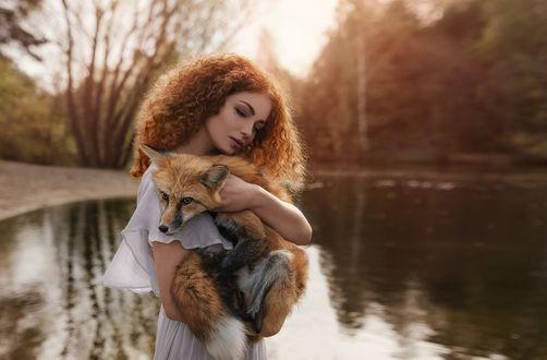 Фото Модель Елизавета Васина с лисой. Фотограф Олег Демьянченко