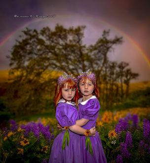 Фото Две девочки на цветочной поляне и под радугой, стоят обнявшись
