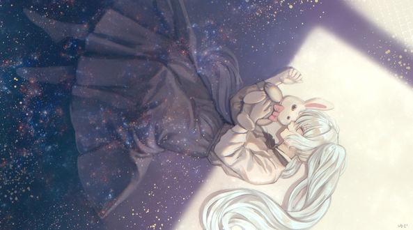 Фото Vocaloid Hatsune Miku / Вокалоид Хатсунэ Мику спит, обняв плюшевого кролика