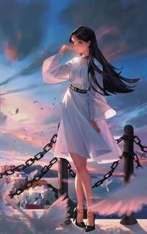 Фото Девушка в белом платье стоит на фоне облачного неба