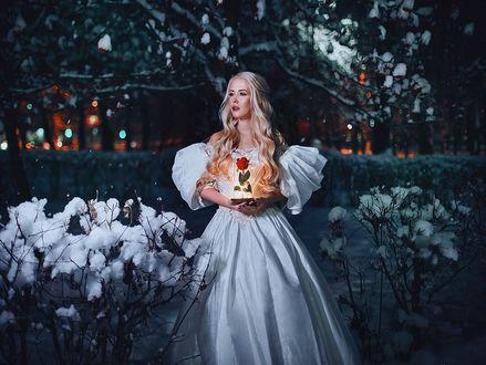 Фото Модель Карина Шкарина в белом платье с розой в руках, фотограф Александра Шимолина