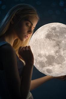 Фото Девушка с луной в руке, фотограф Anton Ostapenko