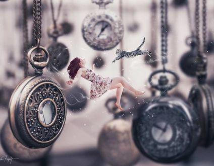Фото Кошка прыгает на девушку, которая парит среди часов-медальонов на цепочке, by Stephanie Paquot